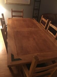 Solid Rustic Diningroom Table and Chairs