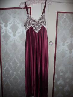 Beautiful deep red nightie with lace panelling and trim - size L