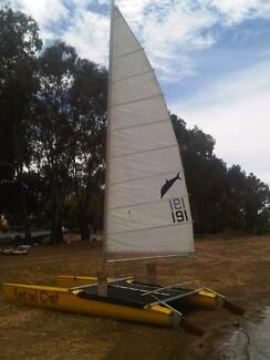18 foot catamaran on trailer