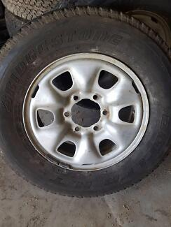 2012 toyota hilux rims and tyres
