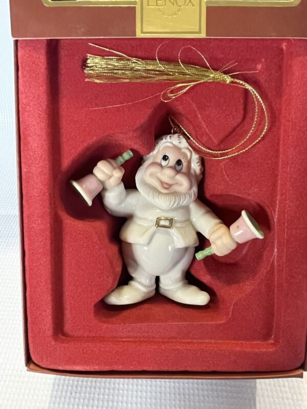 LENOX Disney Snow White Seven Dwarfs A VERY HAPPY HOLIDAY Ornament
