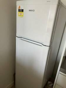 BEKO fridge& freezer 260L - frost free