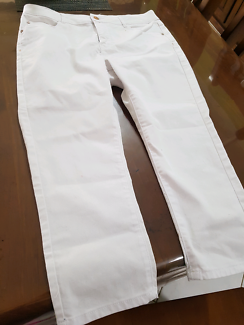 ladies size 14  3/4 stretchy pants new
