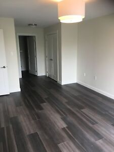 2 BED WITH LARGE DEN!! HARDWOOD/STAINLESS  APLS/STONE COUNTERTOP