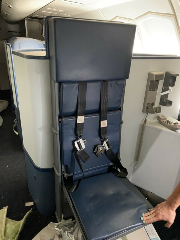 Delta 747 Single Crew Seat