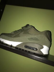 Nike Air Max 90 Olive Green size 9.5