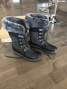 UGG Brynn boot ladies 9