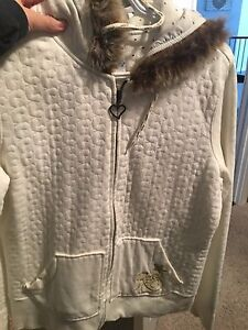 Never worn size large Roxy sweater
