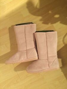 Ladies Pink dawg size 11 boots