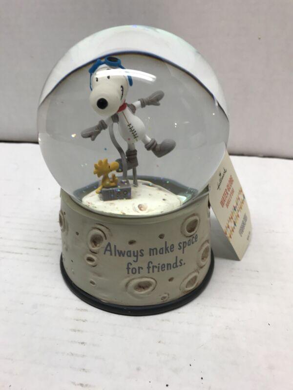 Hallmark Peanuts (Make Space for Friends) Astronaut Snoopy Snow Globe~ NWT