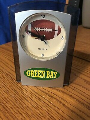 Green Bay Packers Table (GREEN BAY PACKERS SIDE TABLE QUARTZ ANALOG ALARM CLOCK USED BUT IN GREAT)
