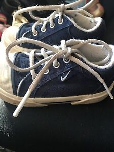 Size 5 Nike sneakers