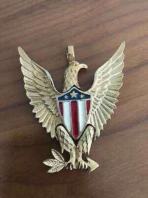 VINTAGE AMERICAN EAGLE ENAMEL FLAG WING ARROW PENDANT GOLD. LOT 34 (Gold Enameled Flag Pendant)