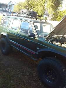 Xj cherokee lockers,35s,4inch lift swap/sell Middle Swan Swan Area Preview