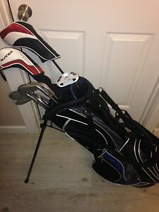 Left handed golf club set with bag