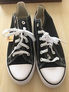 Converse Low Tops Size 7 Men's Brand New! Need gone asap!
