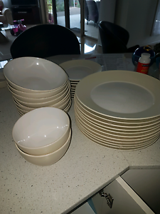 Alex Liddy Dinner set Klemzig Port Adelaide Area Preview