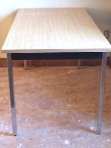 Table (sturdy)
