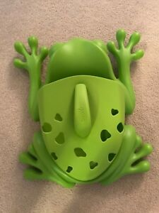 Boon bath toy scoop frog