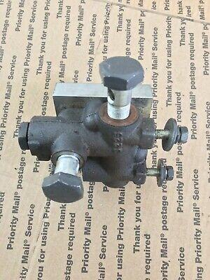 Kubota L2501 L2800 L3200 L3400 L3700 L3800 Oe Front Hydraulic Block Tc220-37500