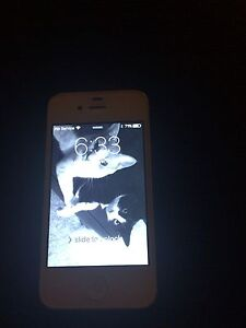iPhone 4s excellent condition 16gb London Ontario image 3