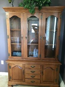 Roxton solid maple china cabinet 300$
