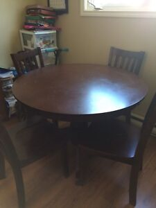 Pedestal Table and 4 Chairs