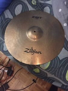 Selling cymbal zildjian in mint condition asking 100$ firm
