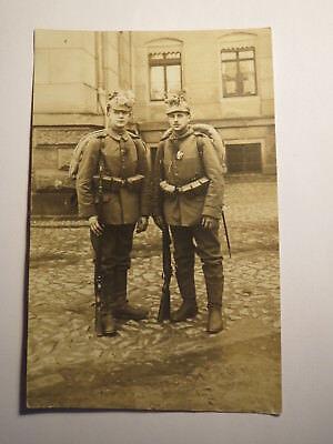 Leipzig - 2 Soldaten in Uniform mit Gewehr Ausrüstung - Regiment IR 106 / Foto