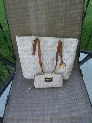 MICHAEL KORS SIGNATURE CREAM / BROWN JET SET LARGE TOTE BAG PURSE USED.