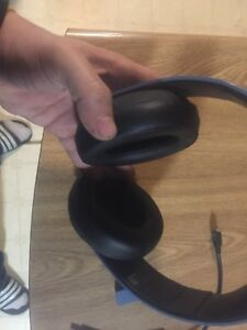 PS4 wireless headset barely used