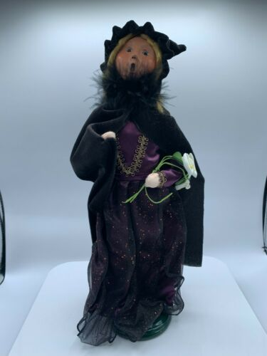 Byers Choice Carolers Halloween Witch with Flowers Purple 2011