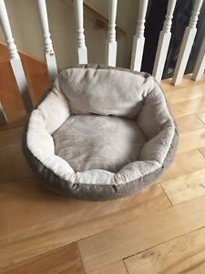 Small dog bed- NEVER USED