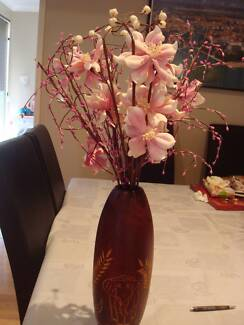 Artificial flowers (Vase included)