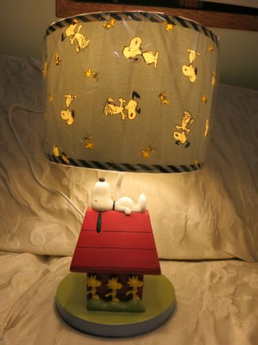 Lambs Ivy Snoopy Woodstock Peanuts Nursery Lamp Doghouse Dog Blue Shade EXC
