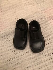 Boys ( age 1 to 2 year old ) size 6 M dress shoes