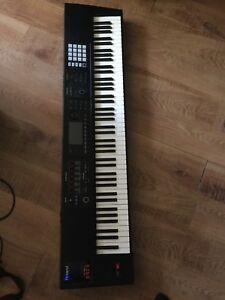 ROLAND FA-8 88 key workstation keyboard