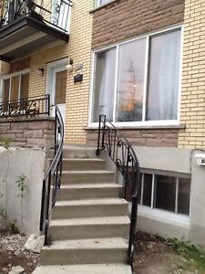 Duplex apartment 5 1/2 heat included plus 1 sharing parking