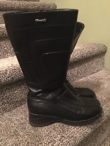 Black Thinsulate winter boots Size 8
