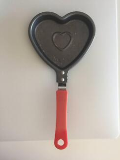 love heart eggs fried pan,breakfast