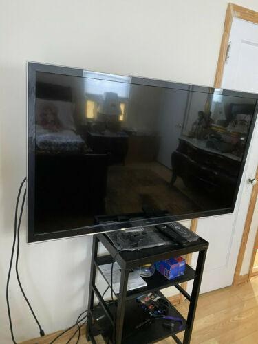 """Panasonic Viera 55"""" Full 3D HD TV (TC-L55ET5) & Free AppleTV 3rdGen"""