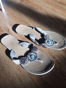 Women's sandals & flats