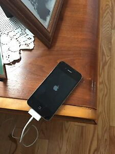 iPhone 4 great shape only charges to apple screen