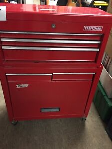 Craftsman's tool box's excellent condition