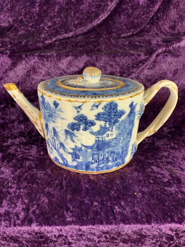 Chinese Export Porcelain Nanking Drum-form Teapot - c1780
