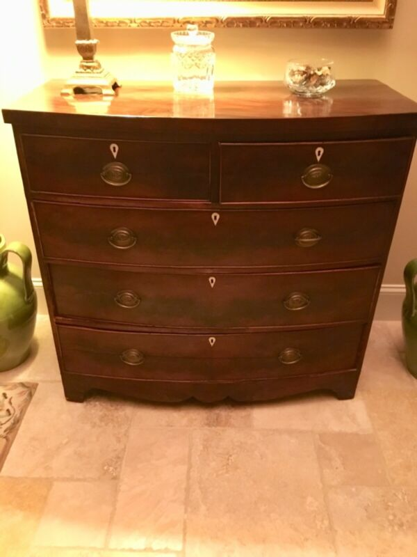 Antique Bow front Mahogany Chest of Drawers. 5 Drawers,Circa mid 1800's