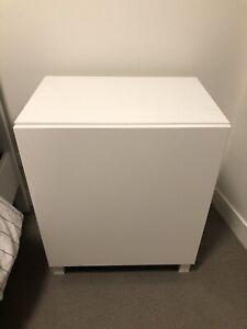 White gloss unit with shelf