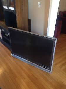 Two large tvs, one working, FREE. Must pick up.