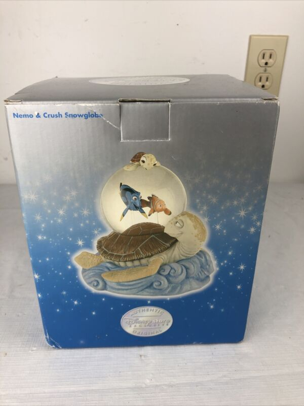 NEW Disney Store Exclusive FINDING NEMO and CRUSH Snowglobe Never Opened!