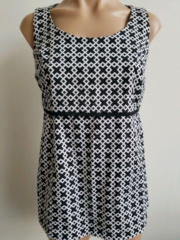 Motherhood Maternity Black and White Geometric Print Sleeveless Top Size M